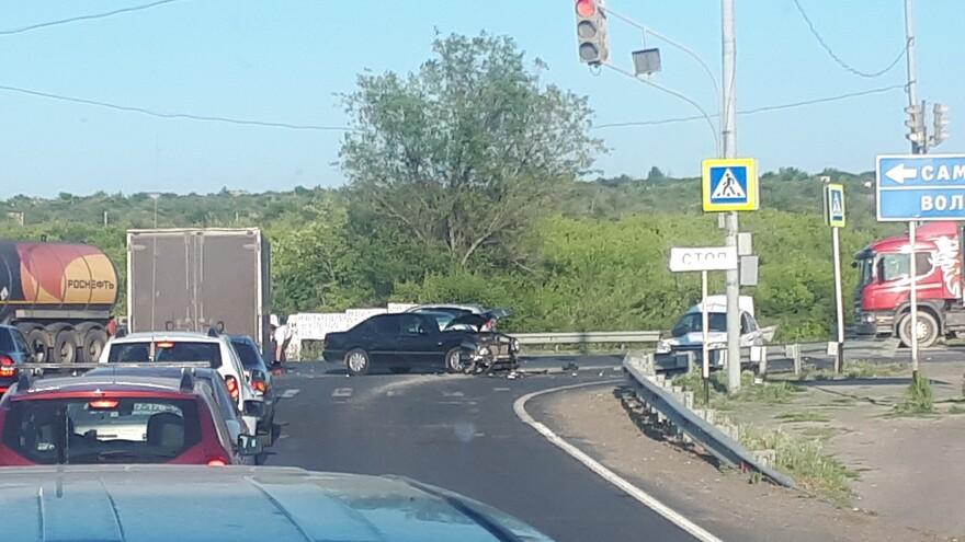 Гранта попала под Мерседес - серьезное ДТП под Самарой