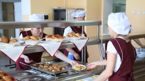 В Тольятти часть школьников обеспечат продуктовыми наборами