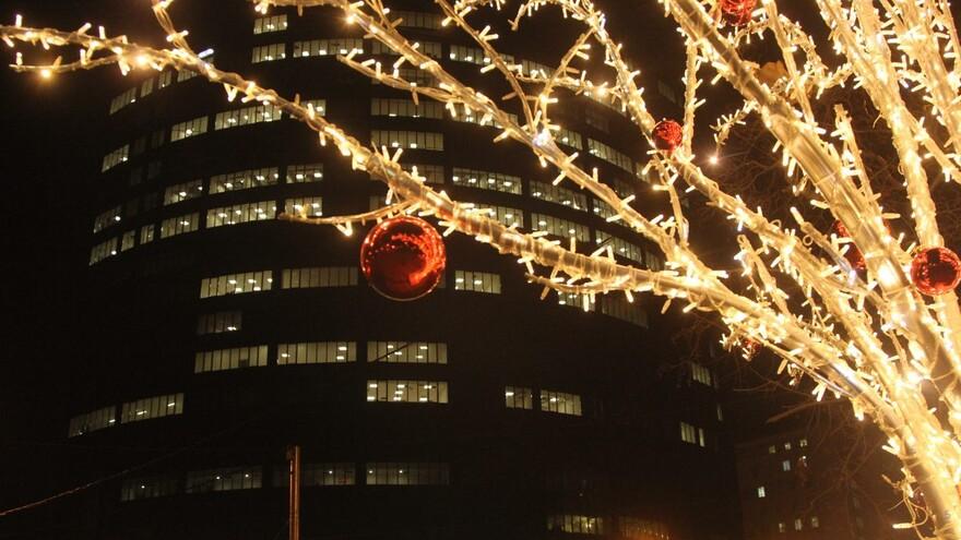 Крымскую площадь в Самаре украсили новогодней иллюминацией
