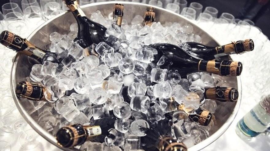 Диетолог назвал продукты, которыми нельзя закусывать шампанское