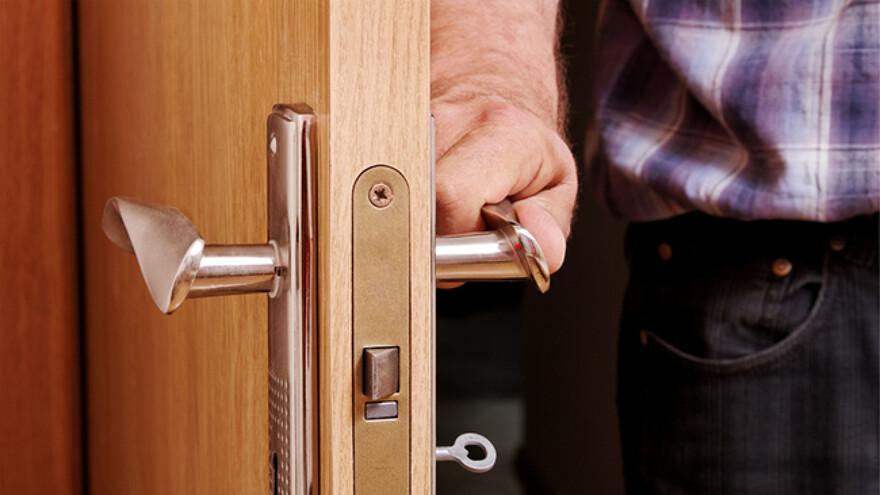 В Сызрани мужчине продали квартиру с сотней неприятных постояльцев