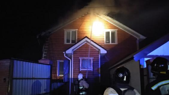 В Самаре горели два частных дома. ВИДЕО