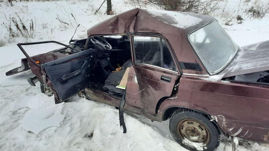 В Самарской области водитель «семерки» погиб после столкновения с КамАЗом
