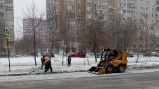 В Самаре снег на улицах расчищают 167 спецмашин