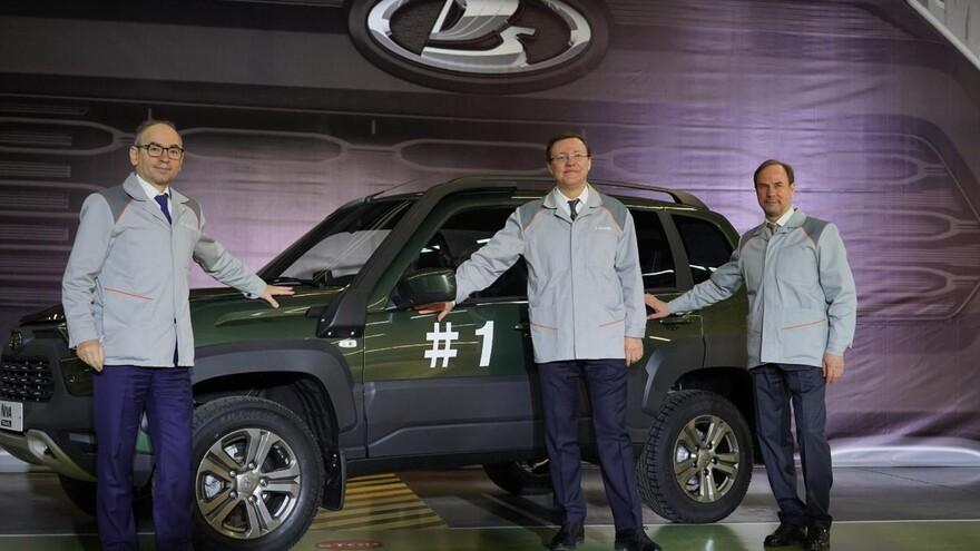 Дмитрий Азаров и Ив Каракатзанис запустили производство обновлённого автомобиля LADA Niva Travel