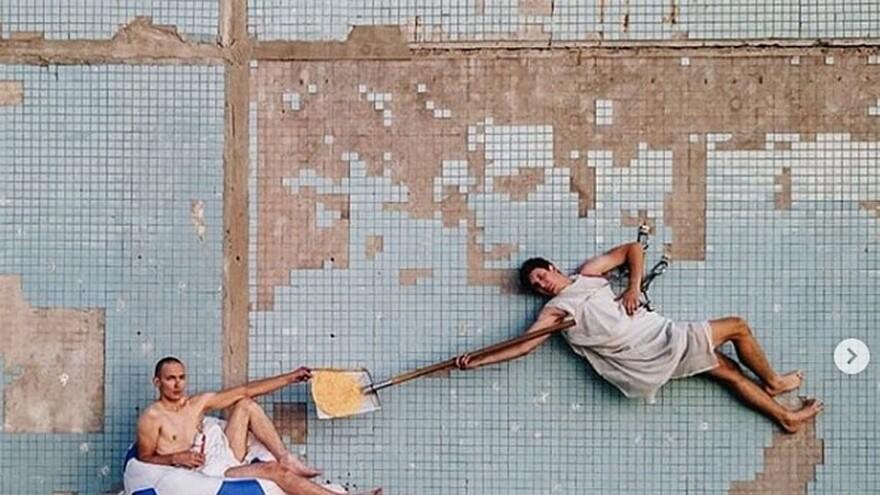 Самарский художник показал «Сотворение обывателя» на стене высотки