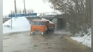 В Самаре перекрыли движение на улице Братьев Коростелевых из-за утечки на водоводе