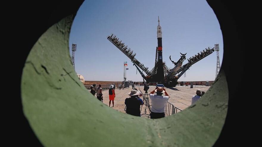 """Ракету с """"Союзом МС-13"""" установили на стартовый стол на Байконуре"""