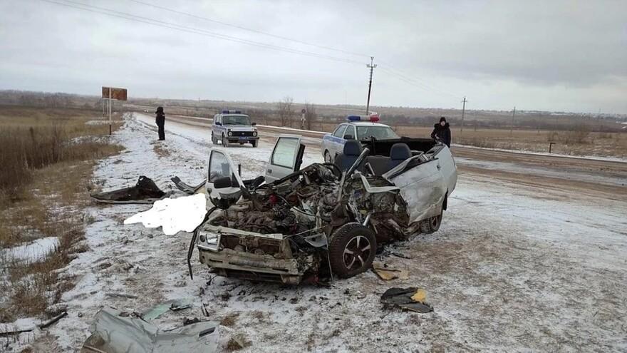 В Самарской области в ДТП с грузовиком погибло два человека