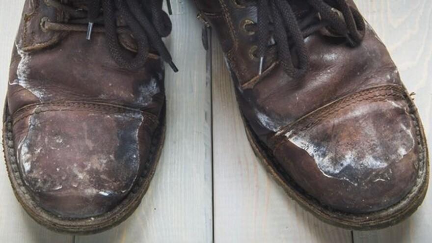 Как спасти свою обувь от соляных разводов?