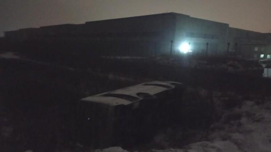 В Сызрани автобус рухнул в глубокий кювет