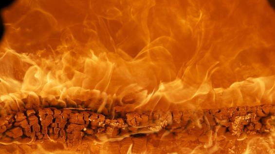 В Сызрани недалеко от кладбища произошёл пожар