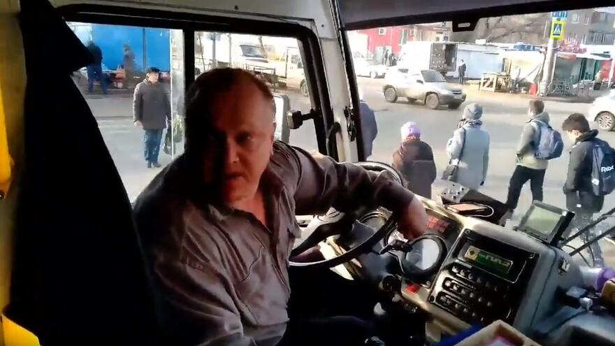 В Самаре водитель автобуса выгнал пассажира из-за замечания