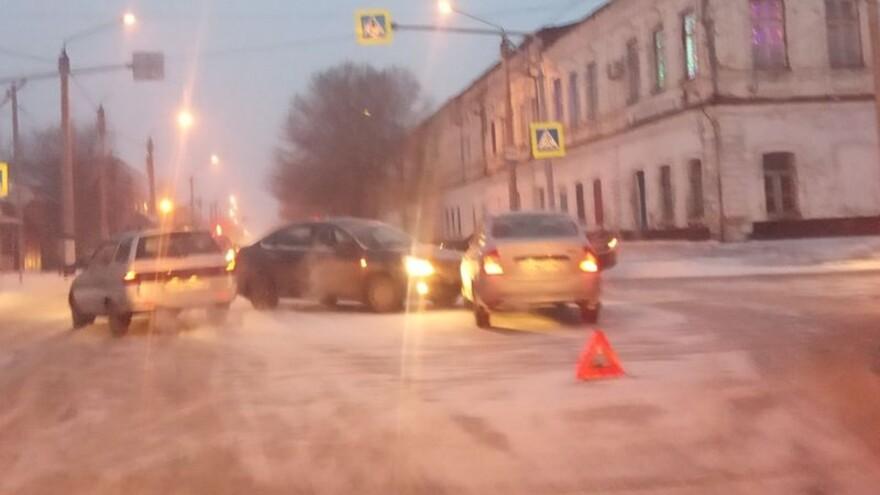 На перекрестке с аварийной репутацией в Сызрани произошло очередное ДТП