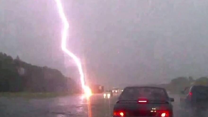 В Самарской области дорожного рабочего убила молния