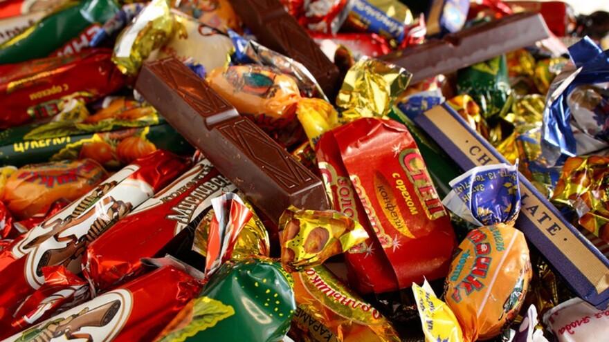 Самарские дети получат сладкие новогодние подарки от губернатора