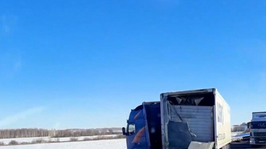 В Самарской области на трассе сложилась грузовая фура