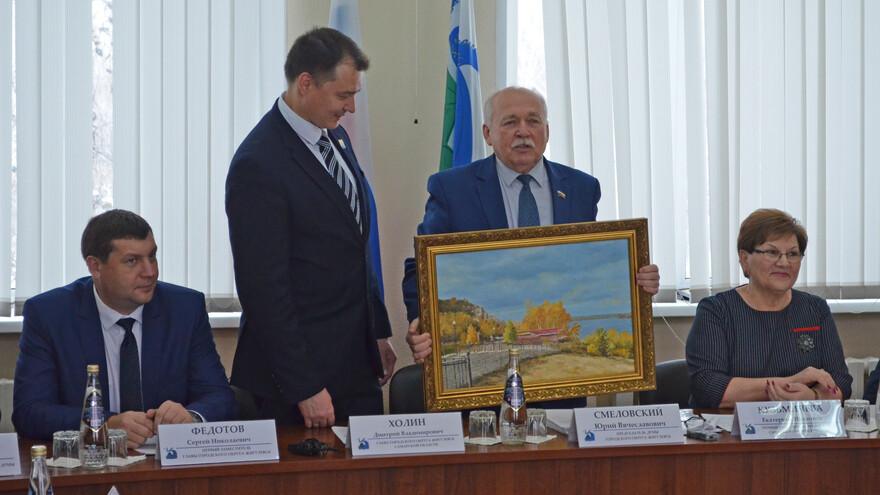 В Жигулевске депутаты приняли отставку Дмитрия Холина