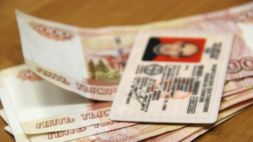 В Самаре задержан посредник, передававший деньги за липовые права