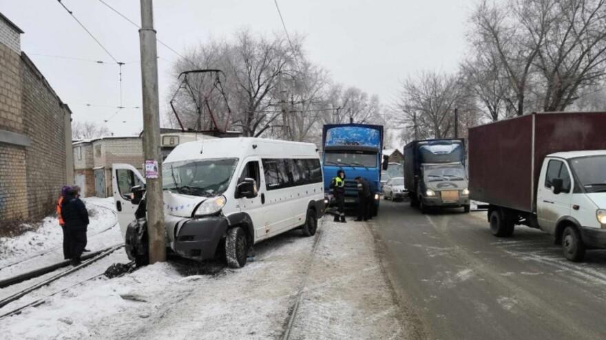 В Самаре водитель врезавшейся в столб маршрутки отказался от медосвидетельствовани