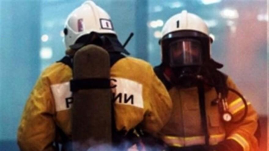 Тольяттинские огнеборцы накануне ликвидировали крупный пожар  в складских помещениях на улице Северной
