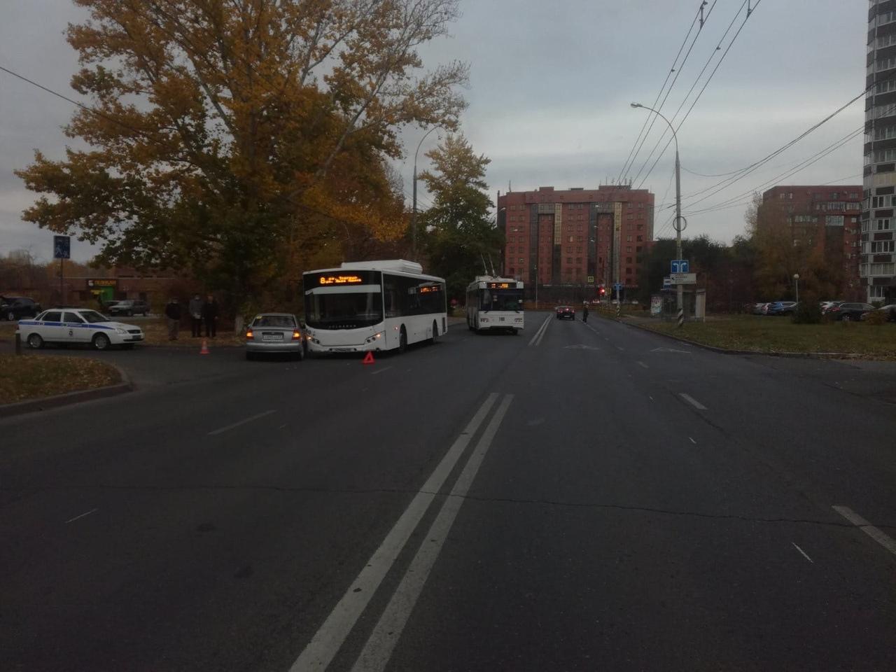 В Тольятти в столкновении иномарки и автобуса пострадал ребенок
