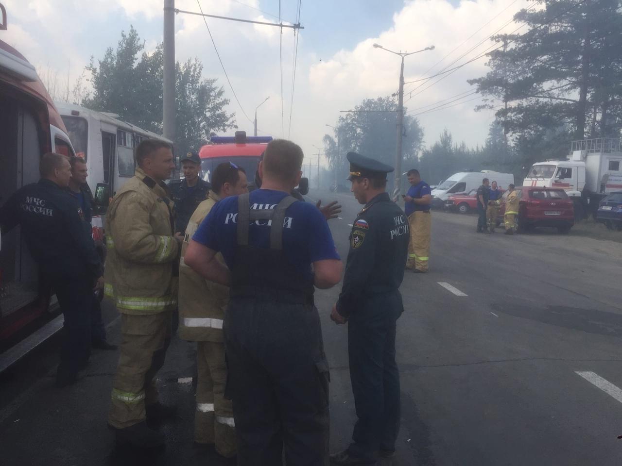 Добровольцев попросили не приближаться к пожару в Тольятти 11 июля 2021 года