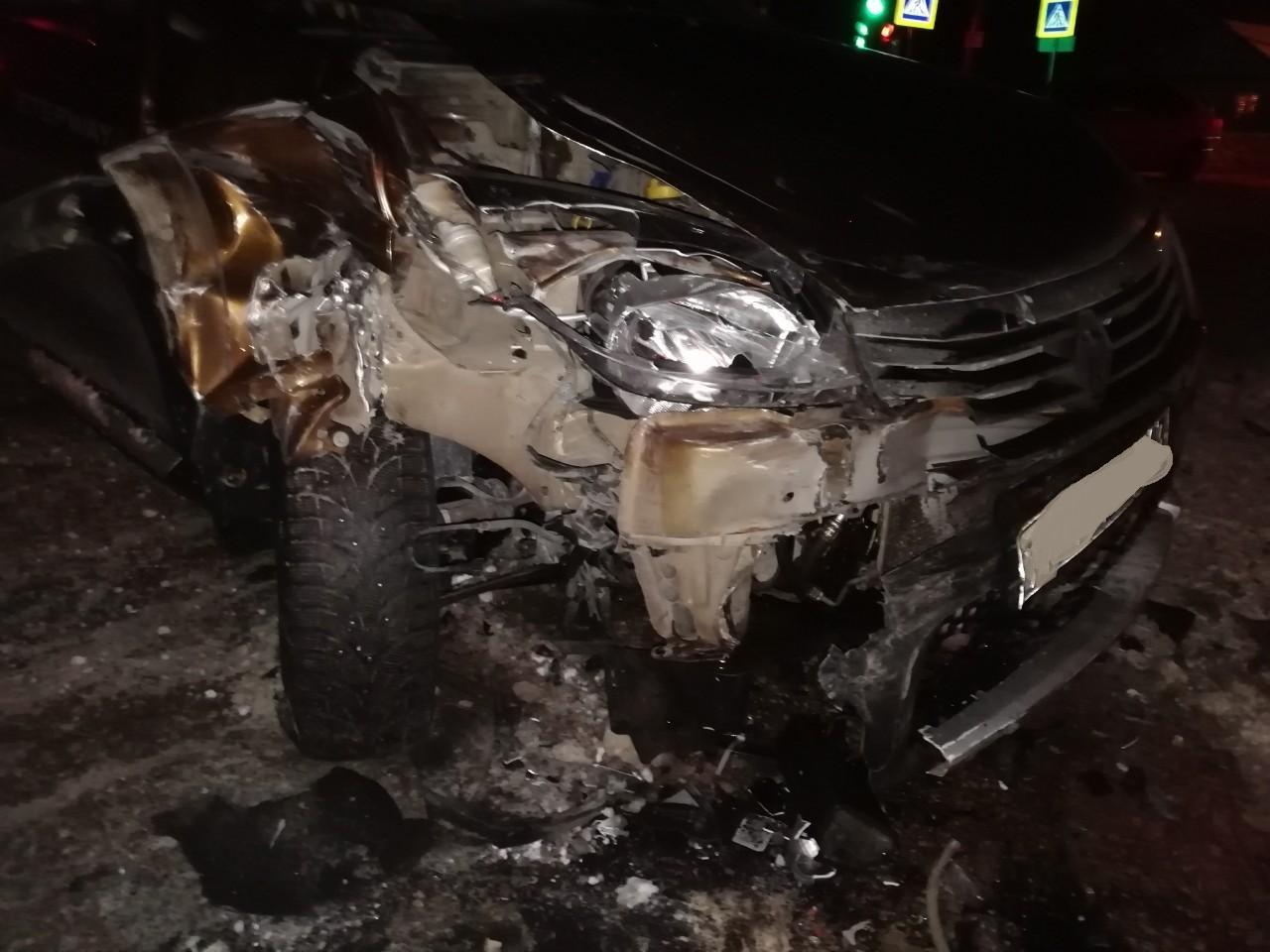 В Самарской области водители легковушек не поделили перекресток