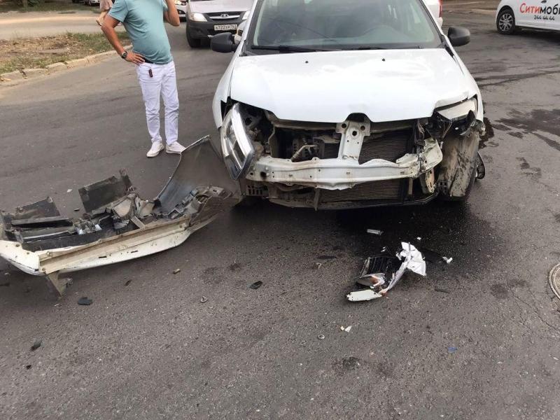 В Кировском районе Самары таксист врезался в мотоцикл 20 августа 2021 года, есть пострадавшие