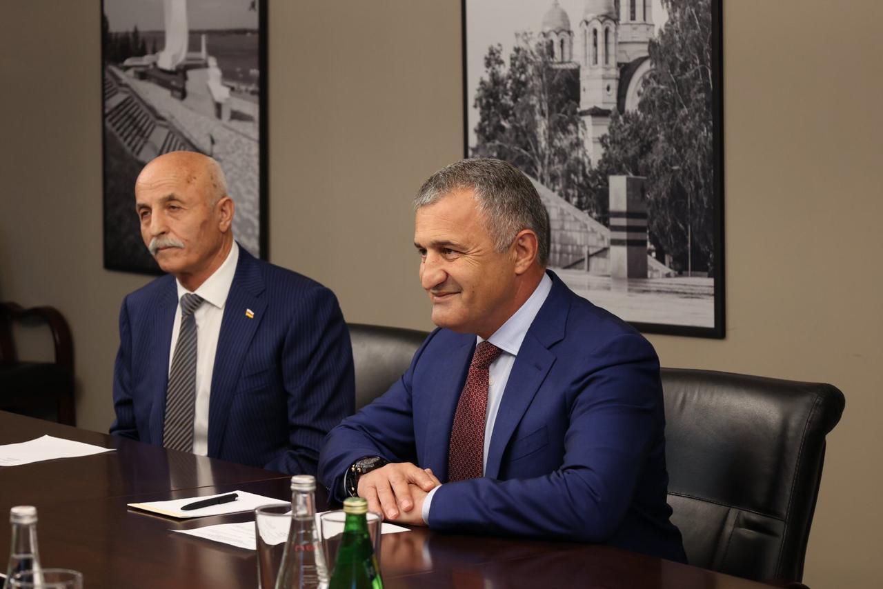 «Мы видим потенциал для расширения сотрудничества»: Дмитрий Азаров встретился с Президентом Южной Осетии
