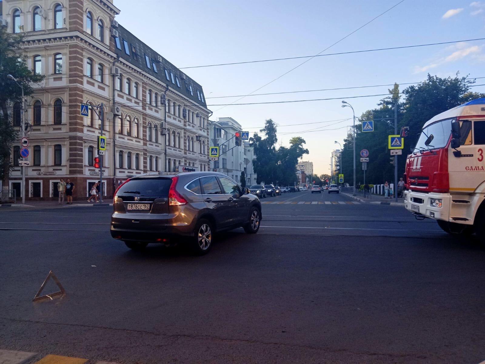"""В Самаре вечером 7 июля произошла серьезная авария с """"перевертышем"""""""