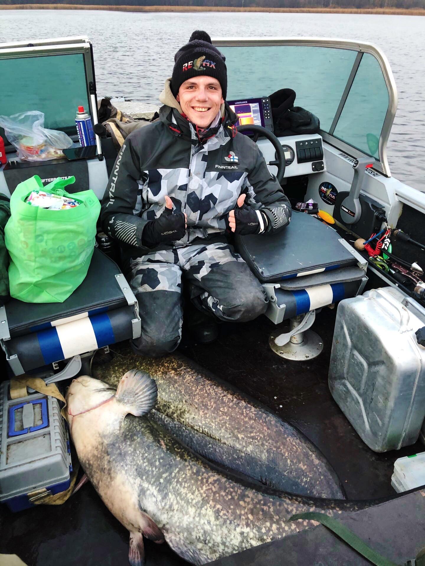 Сомовий дуплет: рыбаки Самарской области выловили речных гигантов