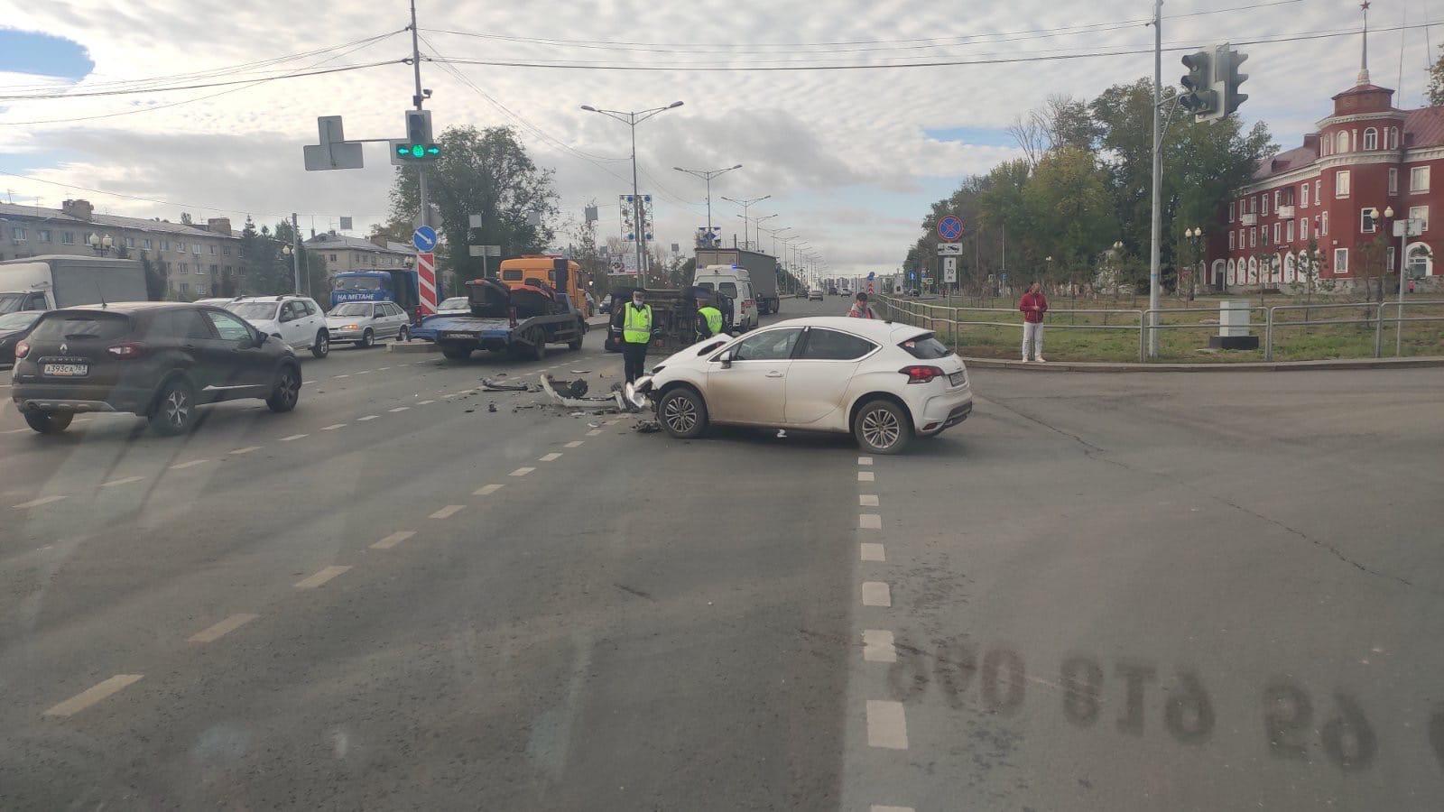 В Самаре 10 сентября в ДТП с опрокинутым Geländewagen пострадал водитель внедорожника