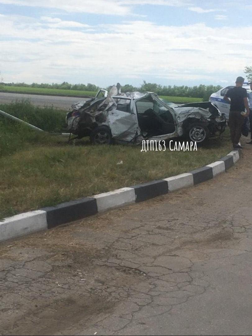 В Самарской области легковая улетела с трассы, есть погибшие