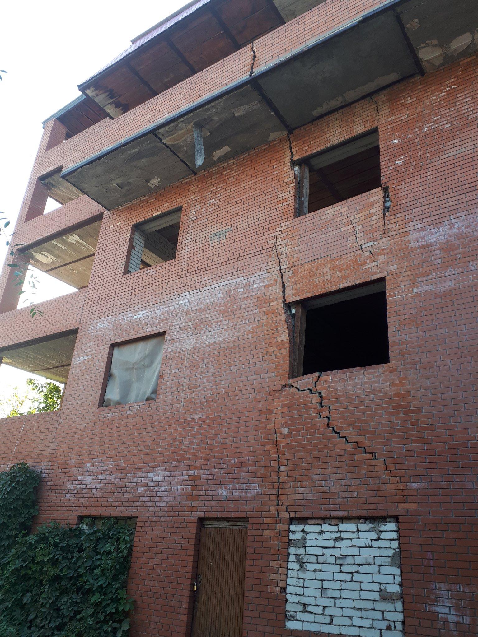 Архитектурный монстр: в Самаре к дому-памятнику на Куйбышева незаконно достроили третий этаж