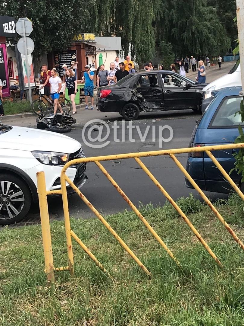 В Тольятти Datsun сбил мотоциклиста на улице Дзержинского