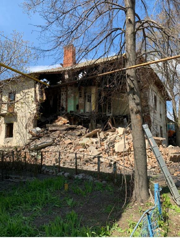 В Железнодорожном районе Самары у дома обрушилась стена