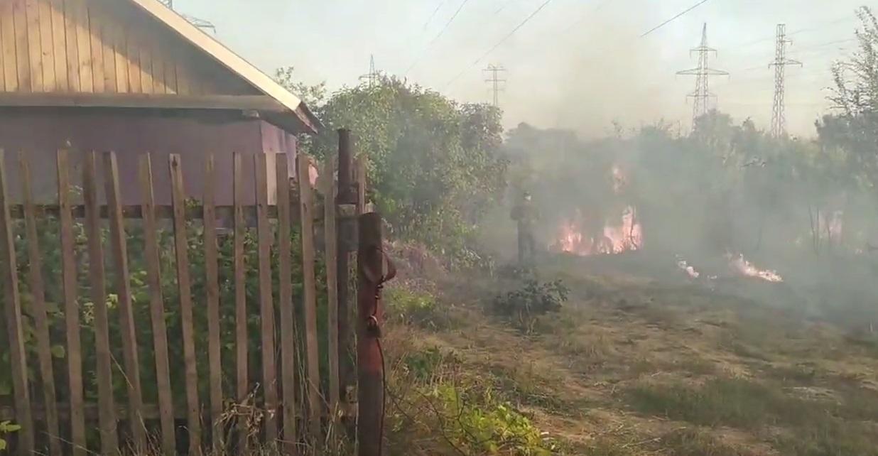 В Самарской области сотрудники Росгвардии спасли от пожара 2 посёлка