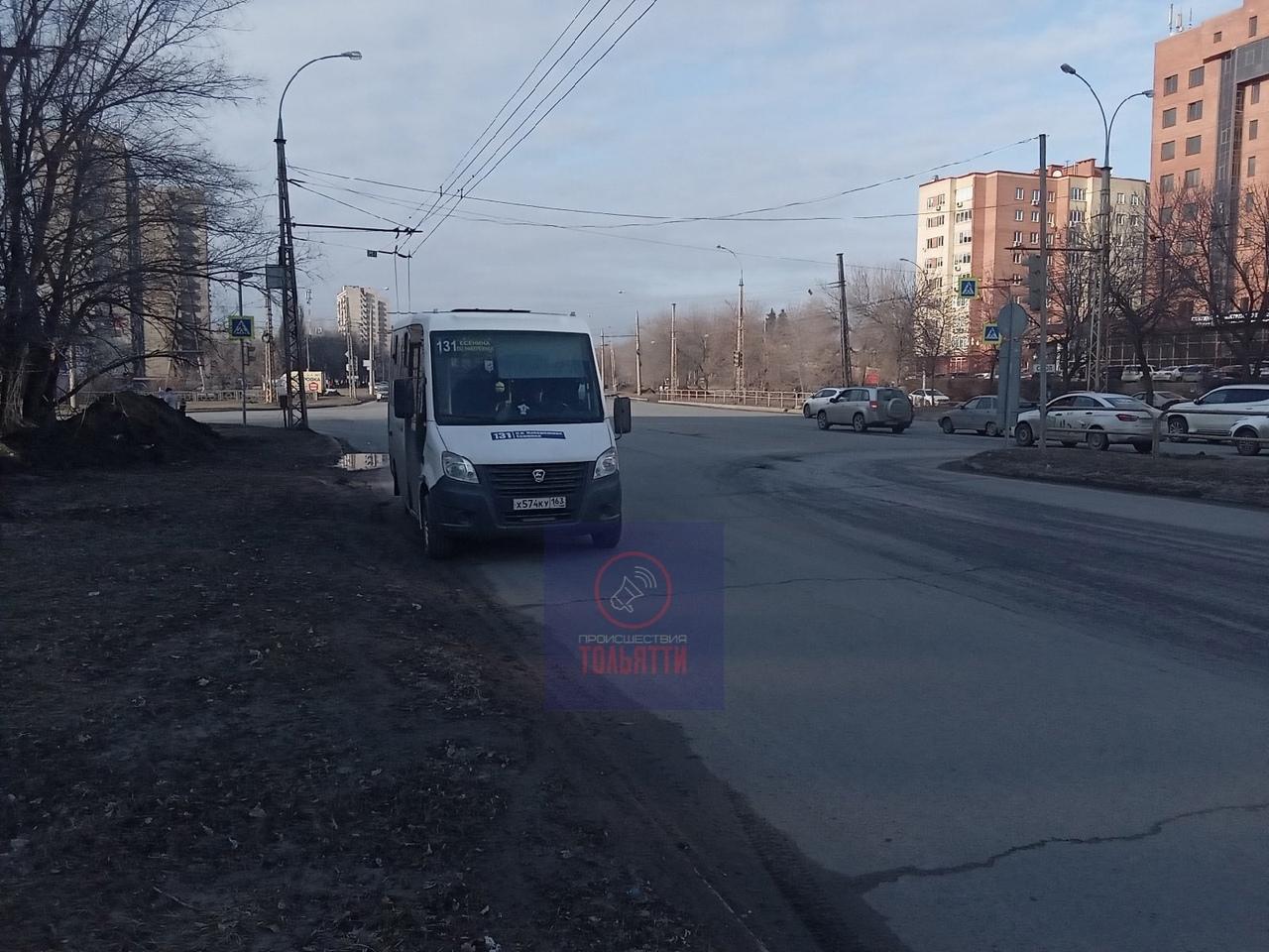 В Тольятти под колеса микроавтобуса попал 7-летний мальчик