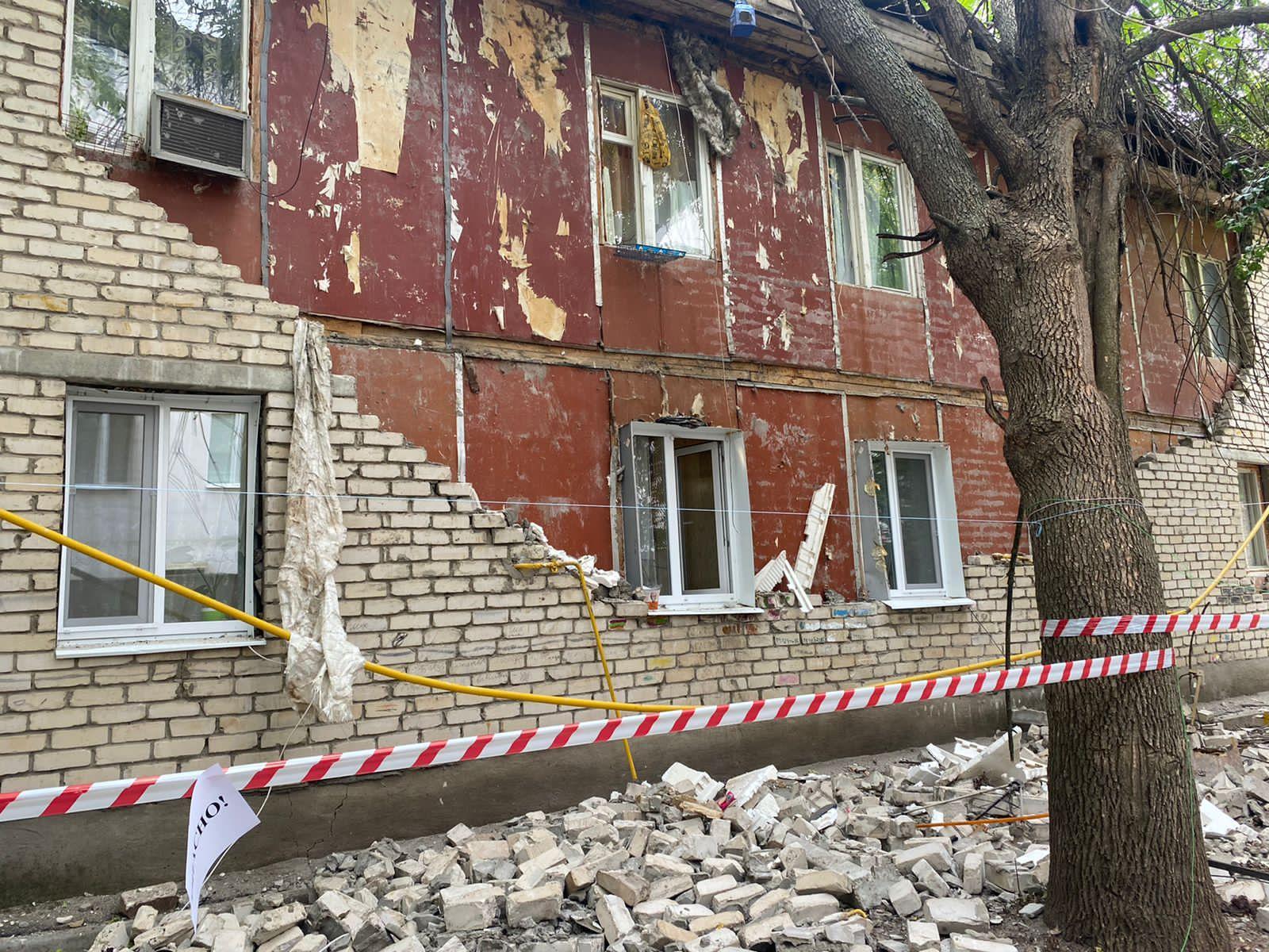 «Выскочили от страшного грохота!»: В Самаре рухнула стена жилого дома