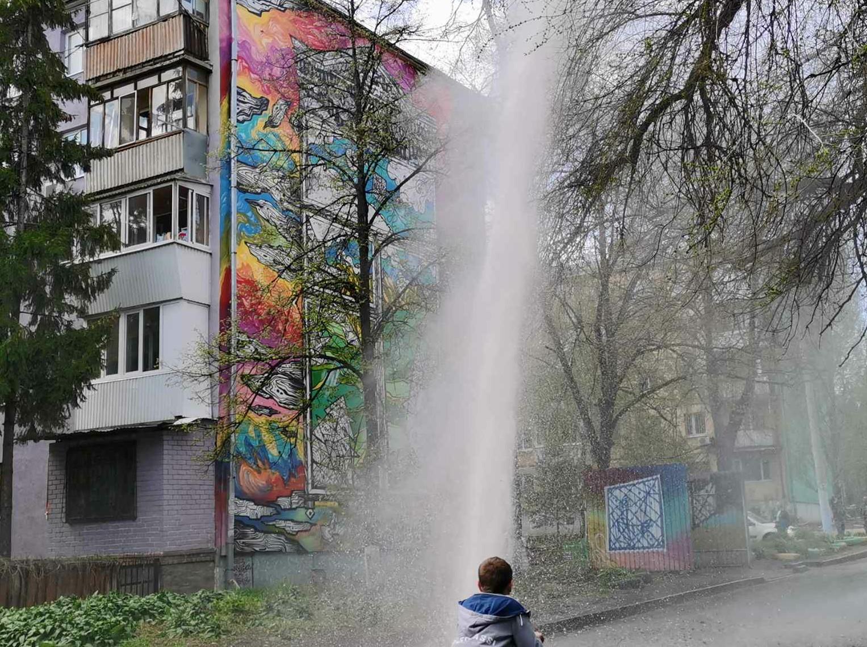 В Самаре на проспекте Кирова коммунальный фонтан напугал жителей
