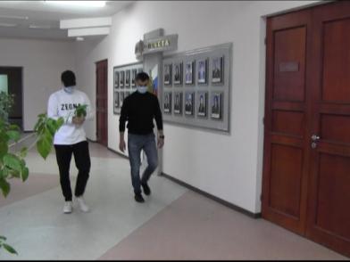 Появилось видео задержания стрелка, палившего из автомата ночью у кирхи в Самаре