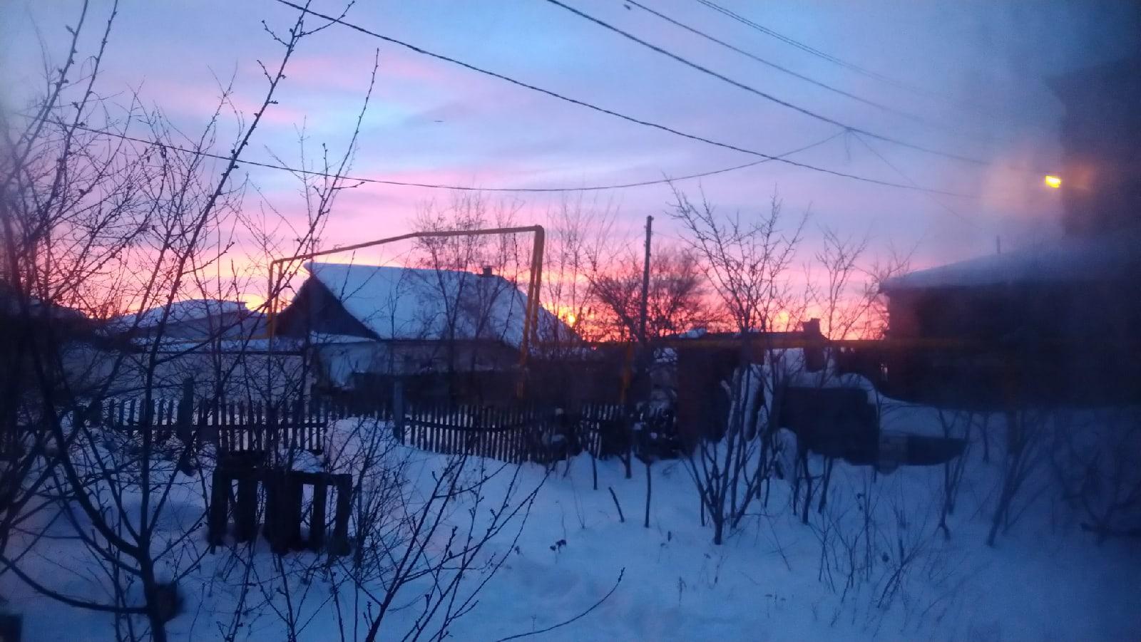 Жители Самарской области поделились кадрами розово-сиреневого рассвета