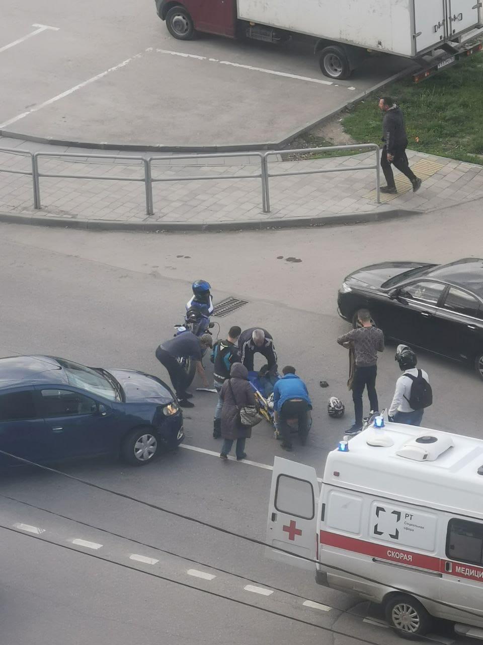 «Бьются даже во дворе»: в Самаре мотоциклиста после ДТП увезла скорая