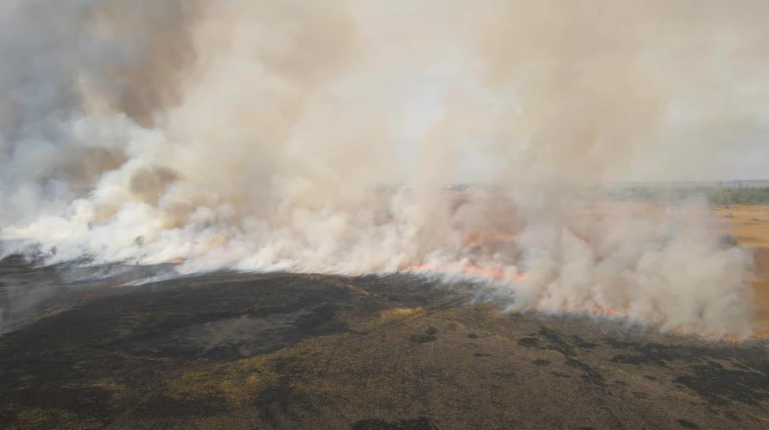 Большой пожар в Самарской области подступает к городу Кинель