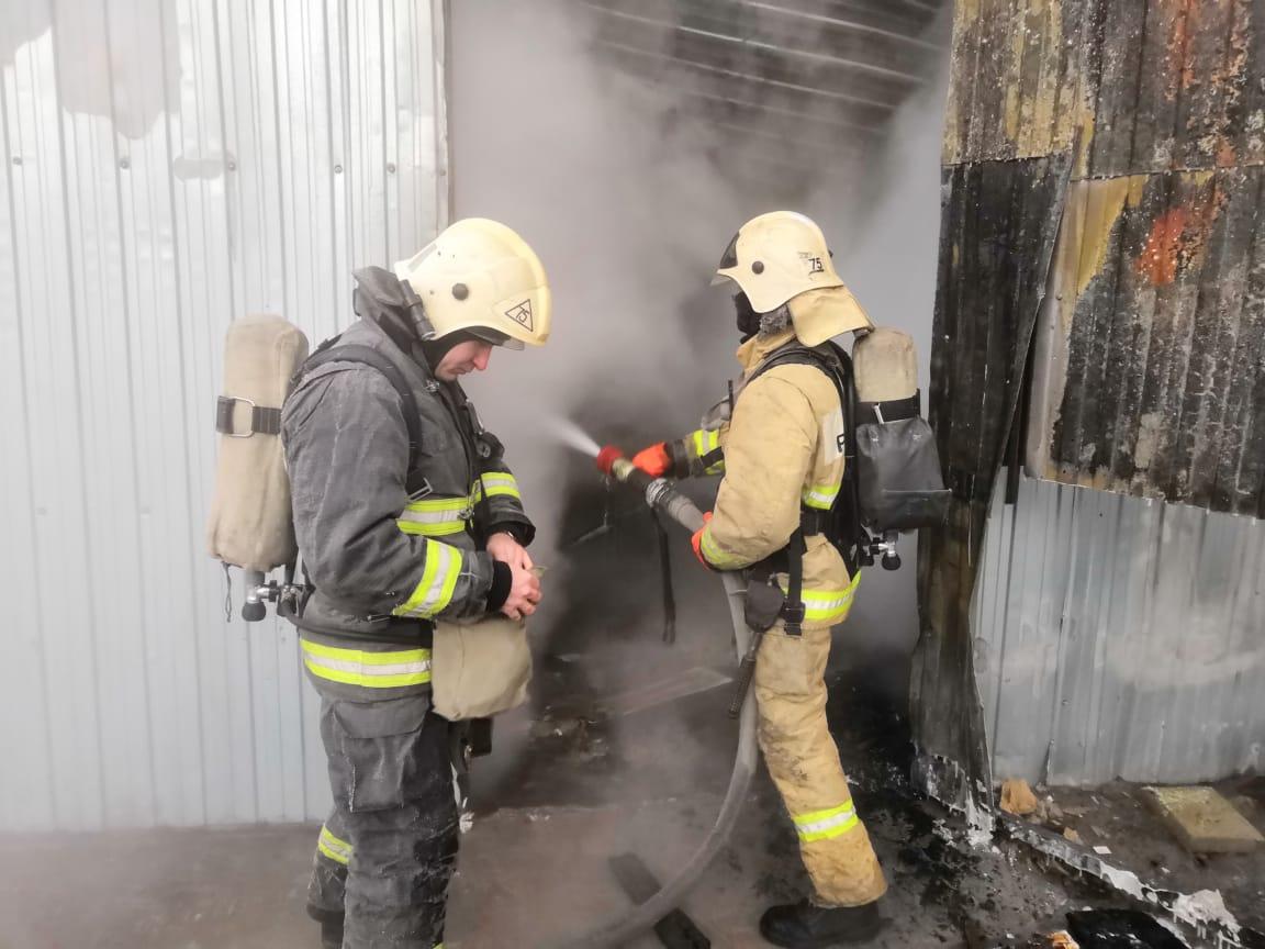 Появилось видео с места сгоревшей в Тольятти мебельной фабрики