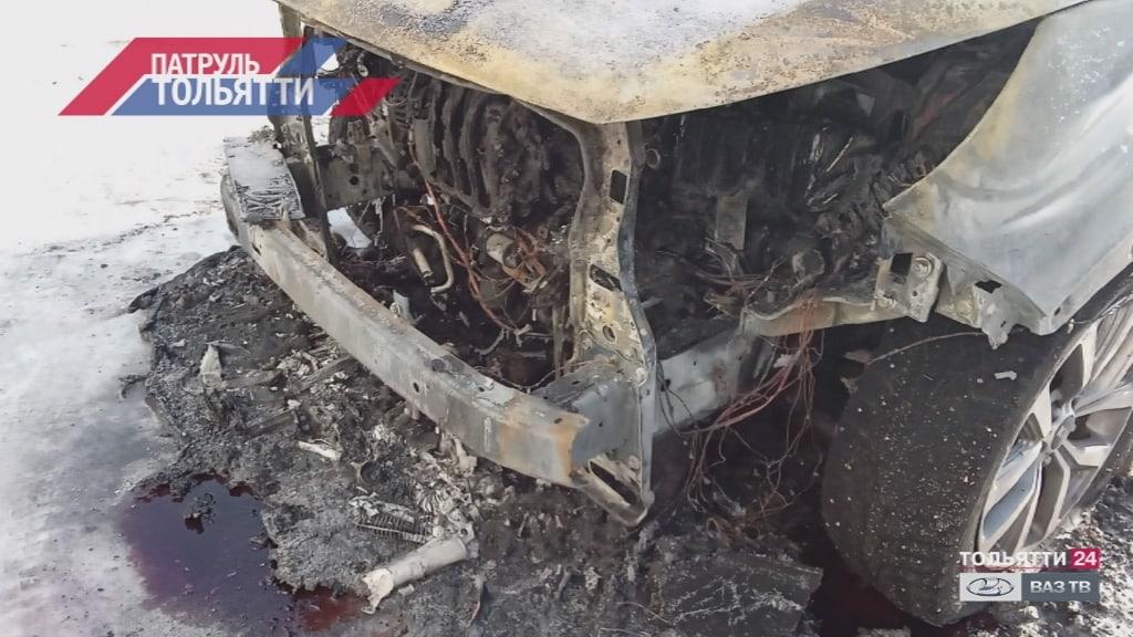 В Тольятти на парковке ночью загорелся автомобиль