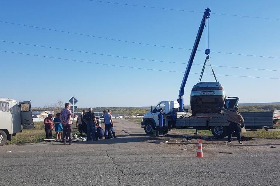 В Самарской области в ДТП на трассе погибли маленькая девочка и её отец