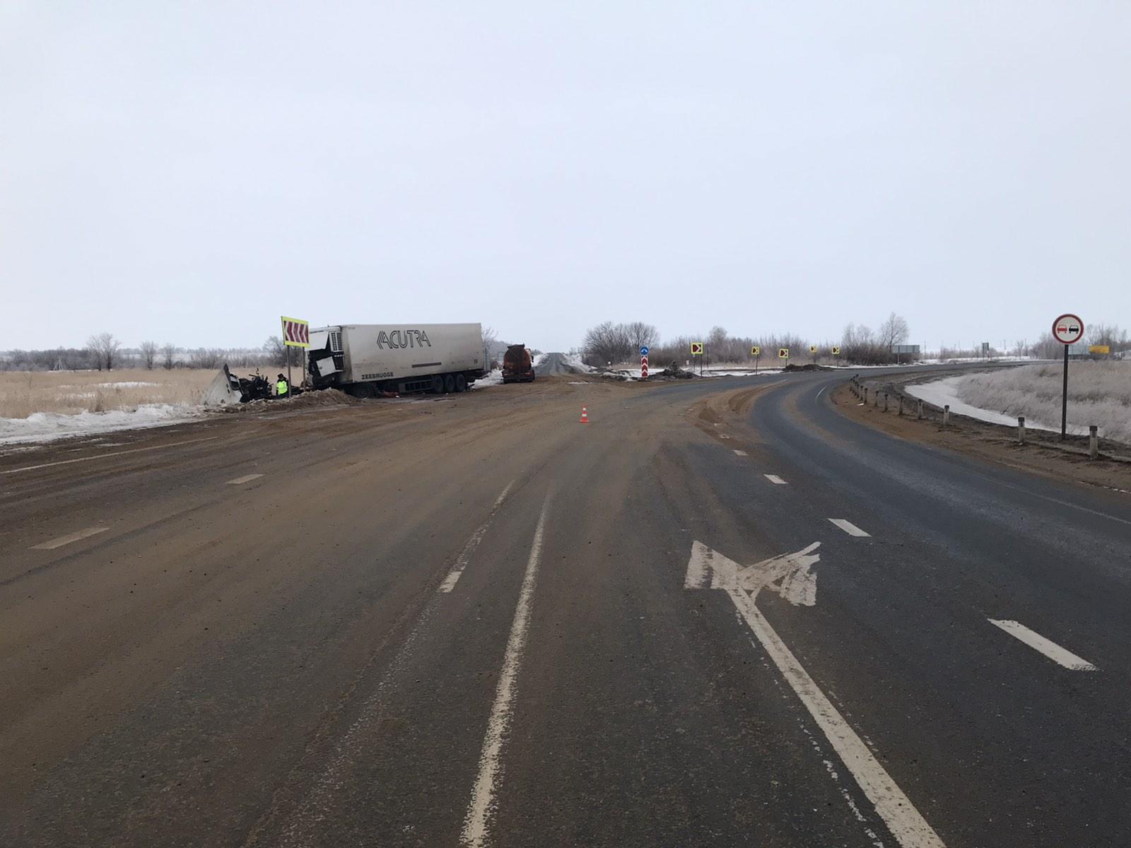 В Самарской области на трассе столкнулись два грузовика