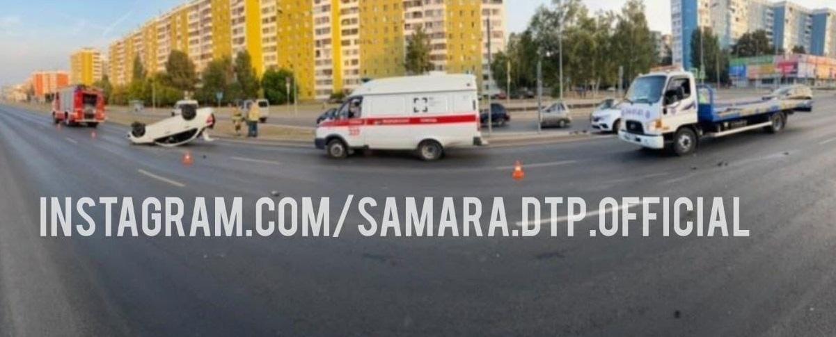Неудачный кульбит: в Самаре горе-водитель опрокинул свою машину на крышу